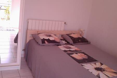 Chambre indépendante en villa plein sud - Montescot