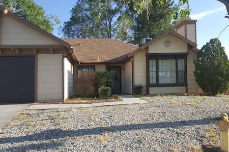 Comfy Palmdale Home - House