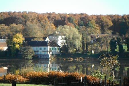 Maison de L`Etang - Saint-Bonnet-Tronçais - Lägenhet