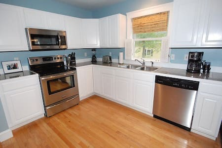 Gorgeous 2 Bedroom Intown Freeport - Apartment