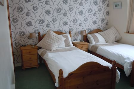 Twin rm walking distance of harbour - Padstow