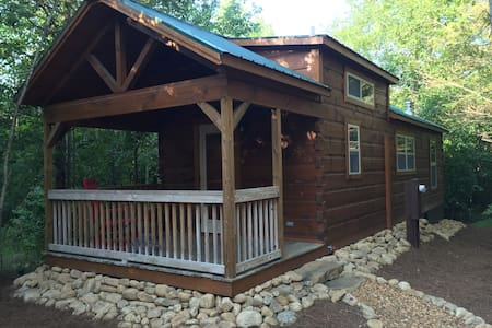 Little River Retreat - New Tiny Cabin w/Great Pool - Menlo