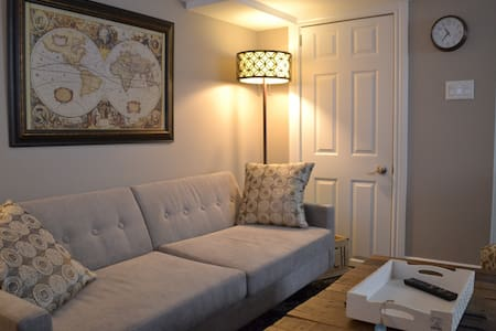 Beautiful 1 bedroom apartment by the beach. - Toronto - Apartment