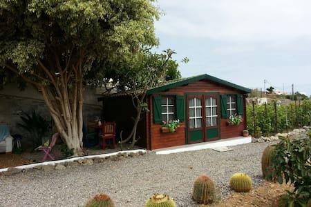 Cabaña de madera en entorno rural/TV/POOL/WIFI/ - Zomerhuis/Cottage