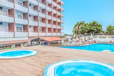 HCPR Top picks in Candelaria Triple Pool Gym Sea - Candelaria