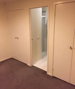 Room in 3 bedroom townhouse - House
