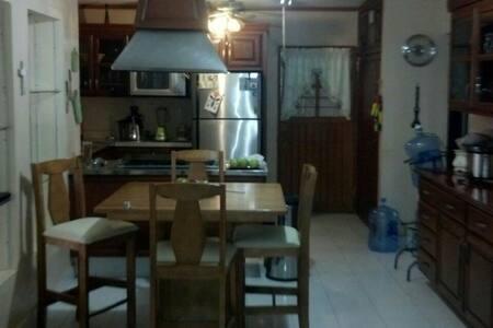 Acogedora recamara amueblada - House