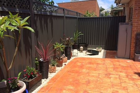 Comfy modern villa SYD airport area - Arncliffe - Townhouse