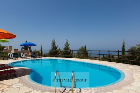 Comfortable 3 bedroom villa with stunning views - Tala - Villa