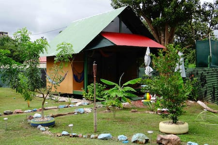 Jaco Beach Bungalow A/C , Surf&Yoga - Jacó - Bed & Breakfast
