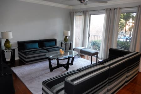Stadiums, Concerts, Parks, Adventures and more - Grand Prairie - Apartament