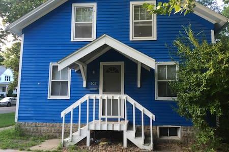 Blue Northside House - 一軒家