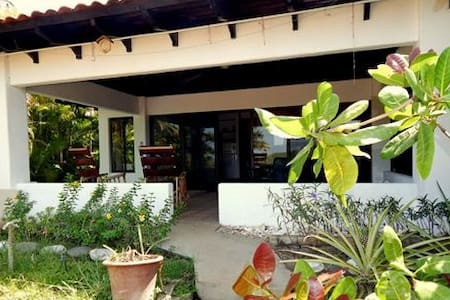 Beautiful Casita!  3 minute walk to the beach! - Playa Hermosa - Villa