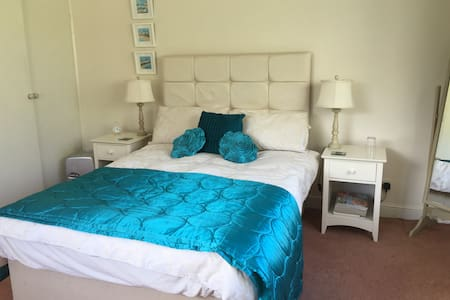 Ensuite room with a sea view - Starcross