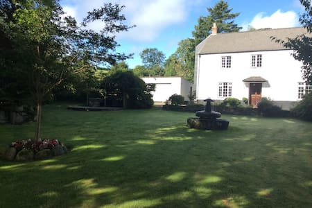 Quality Cornish Farmhouse B&B - Pensilva - Bed & Breakfast