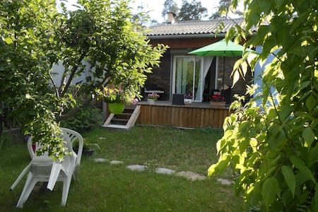 Maison bien ensoleilléé , jardin - Stadswoning