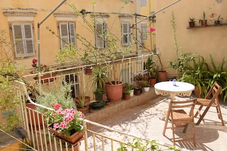 Flowery terrace in the Old Town - Apartment