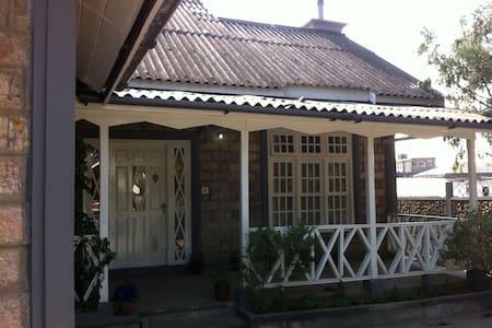 Russet Homestay - Shillong - Talo