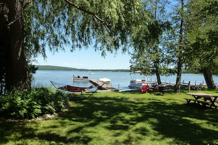 Beautiful Petoskey Lakefront home on Pickerel Lake - Petoskey - Rumah