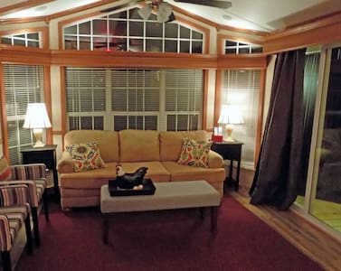 Luxury Lakeview Bungalow 30 minutes from St. Louis - Staunton