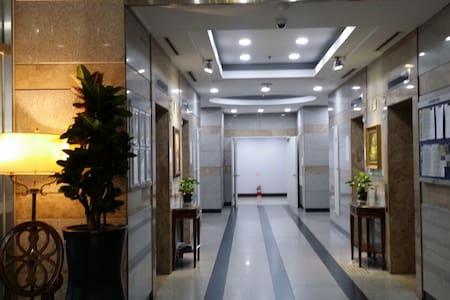 Convenient& Spacious condo - Condominium