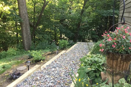 Wooded Town home, lower level with screened porch - Excelsior - Entire Floor