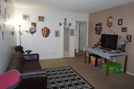 One bedroom house available - Tustin - Apartment
