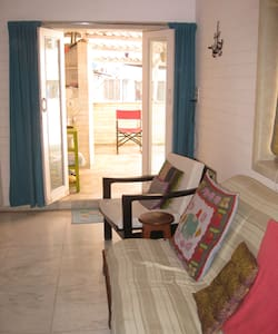 A Private room in Khar West for Short Stays - Mumbai - Apartment