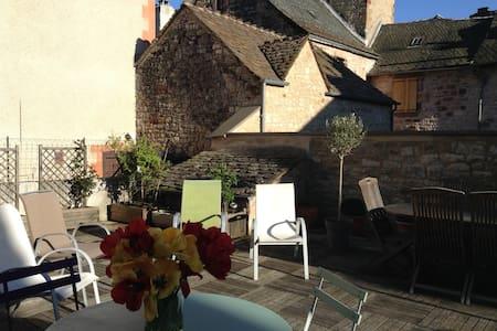Charmante maison, terrasse, soleil - La Canourgue - House
