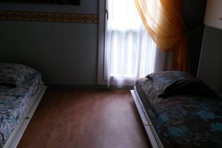 chambre d'amis, 2 lits de 90x180 - Ev