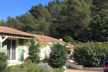 3 chambres spacieuses et confortables en Provence - House
