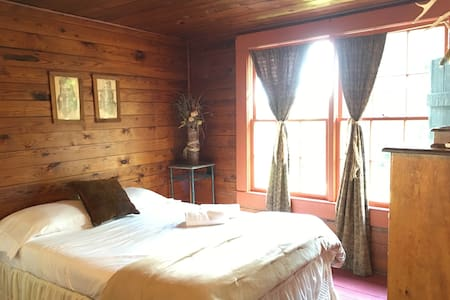 Cherokee room at the farm-sleeps 4 - Σπίτι