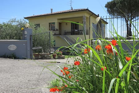 Idilia's Home -Tuscany, Vicopisano. Sleeps 7. - VICOPISANO