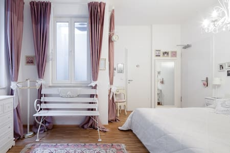 Modern Room near Nymphenburg Palace - München - Apartment