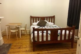 Picture of Spacious room in cosy CBD homestead