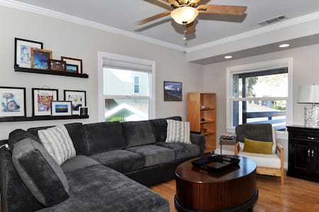 Balboa upper unit with views of the Bay! - Newport Beach