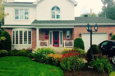 Beau cottage, quartier résidentiel