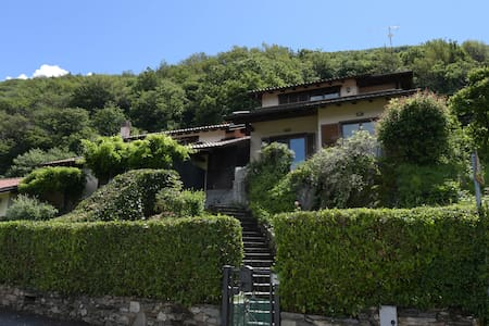 Holiday house with garden and dream lake view - Provincia di Varese - House