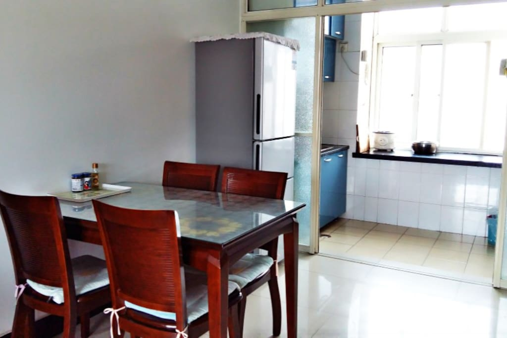 餐厅内配备冰箱,确保您的食物储藏新鲜
