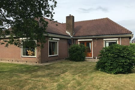 Beautiful detached house in Schoorl, near dunes. - Ház