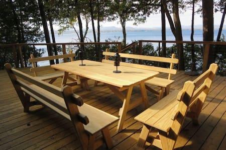 Rustic, roomy Lake Champlain cabin - Srub