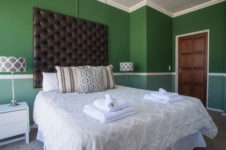 Penthouse Bedroom with bathroom in Cape Town CBD - Cape Town - Apartment