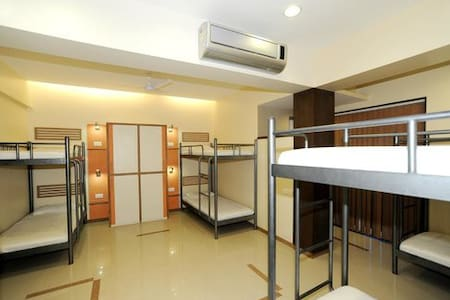 Male Ac 10 Bunk Bedded Sharing Dorm - Mumbai - Ubytovna