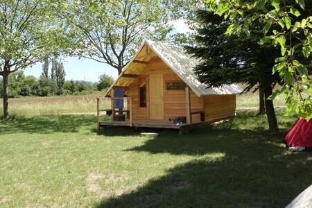 cabane trappeur en bois et toile - Die