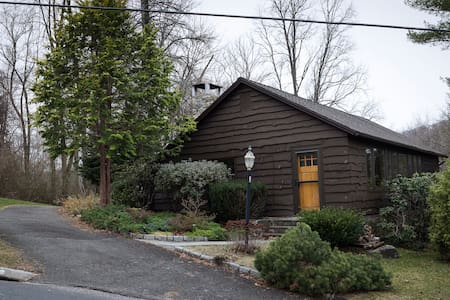 Cozy Candlewood Isle Cottage - New Fairfield - Huis