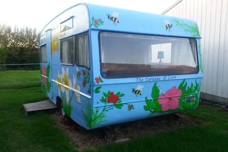 Caravan on a Rural Property - Kamp Karavanı/Karavan