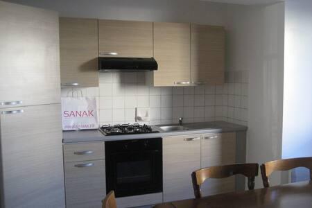 F2 LA SEYNE /MER - Lägenhet