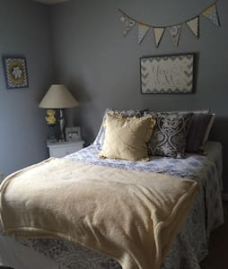 Cozy and clean room near Nashville! - House