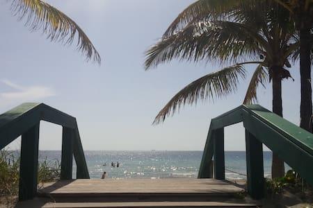 Beautiful Sport Yacht 90 Steps from the beach! - Dania Beach