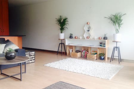Apartment: Stroll to City, Light Breaky, WiFi - ADELAIDE